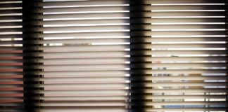 window blinds 932644 1280